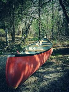 levacas red canoe